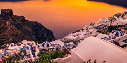Solnedgång över Imerovigli på Santorini, Grekland.