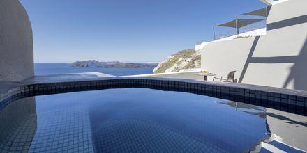 Deluxerum på Calderas Dolphin Suites på Santorini, Grekland.