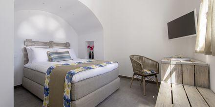 Tvårumssvit på Caldera's Dolphin Suites på Santorini, Grekland.