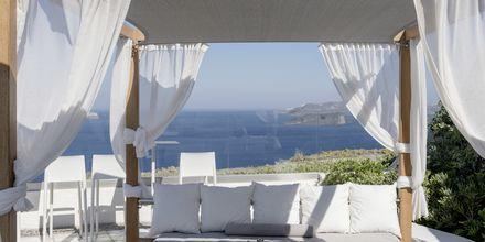 Relaxområde på Caldera's Dolphin Suites på Santorini, Grekland.