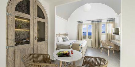 Juniorsvit deluxe på Caldera's Dolphin Suites på Santorini, Grekland.