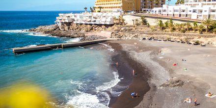 Stranddagar i Callao Savaje på Teneriffa, Kanarieöarna.