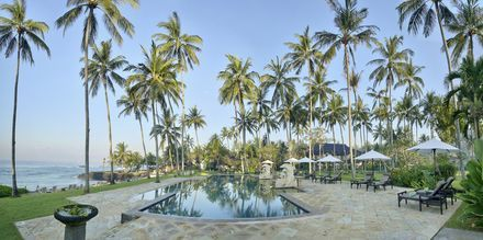 Poolen på Candi Beach Resort & Spa, Bali.