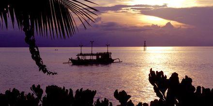 Solnedgång i Candi Dasa på Bali.