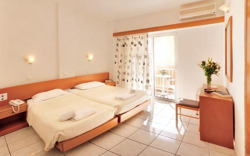 Dubbelrum på hotell Carina i Rhodos stad, Grekland.