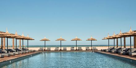 Poolområdet på hotell Casa Cook El Gouna i Egypten.