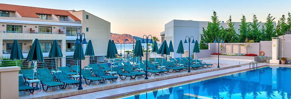 Poolområdet på hotell Casa di Porto på Kreta, Grekland.