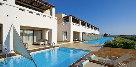 Dubbelrum med delad pool på hotell Cavo Spada Deluxe & Spa, på Kreta, Grekland.
