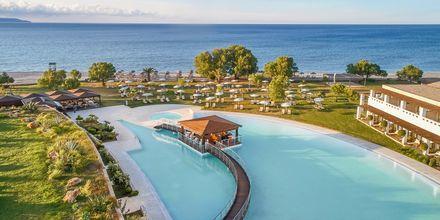 Poolområdet på hotell Cavo Spada Deluxe & Spa, på Kreta, Grekland.
