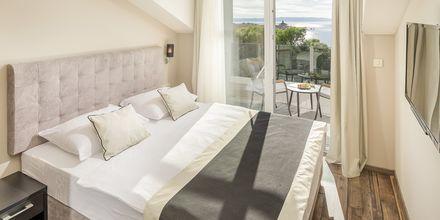 Trerumslägenhet i etage på hotell Central Beach 9 i Makarska, Kroatien.