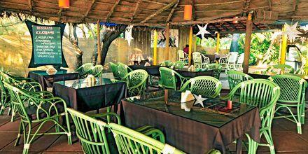 Strandrestaurang på hotell Chalston Beach Resort i Goa, Indien.