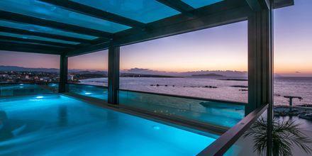 Pool på hotell Chania Flair på Kreta, Grekland.