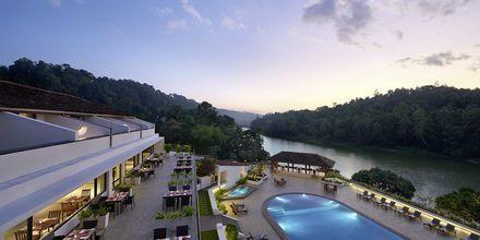 Uteterrass på hotell Cinnamon Citadel i Kandy på Sri Lanka.