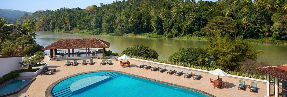 Poolen på hotell Cinnamon Citadel i Kandy på Sri Lanka.
