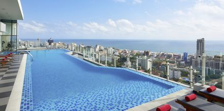 Takpool på hotell Cinnamon Red i Colombo på Sri Lanka.