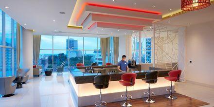 Bar och lobby på Cinnamon Red i Colombo på Sri Lanka.