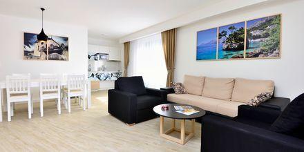Två-/trerumslägenhet på hotell City Beach på Makarska rivieran, Kroatien.