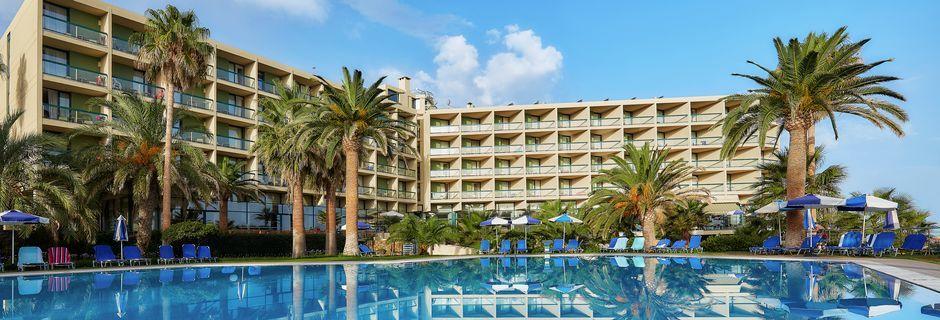 Poolområde på Club Calimera Sirens Beach i Malia på Kreta.