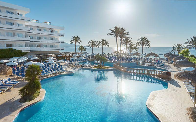 Poolområdet på hotell Condesa på Mallorca, Spanien.