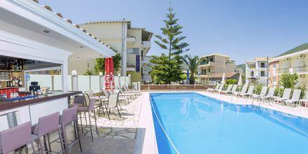 Poolområdet på hotell Cosmopol på Lefkas, Grekland.