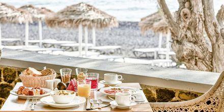 Restaurang på Costa Grand Resort & Spa i Kamari på Santorini, Grekland.