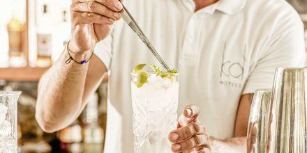 Bar på Costa Grand Resort & Spa i Kamari på Santorini, Grekland.