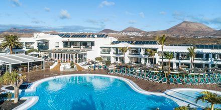 Poolområdet på hotell Costa Sal i Puerto del Carmen på Lanzarote, Kanarieöarna.