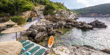 Stranden vid hotell Costa Smeralda i Sivota, Grekland.