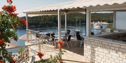 Poolbaren på hotell Costa Smeralda i Sivota, Grekland.