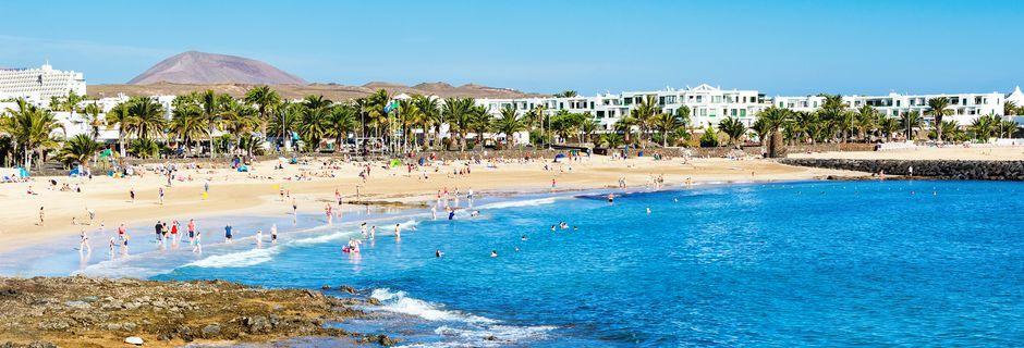 Stranden Playa Cucharas i Costa Teguise på Lanzarote, Kanarieöarna.