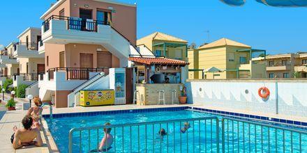 Poolen på hotell Costas & Christina i Platanias på Kreta, Grekland.