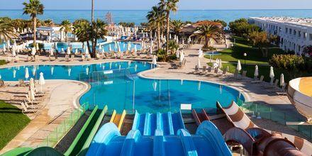 Vattenrutschkanor på hotell Louis Creta Princess i Maleme på Kreta, Grekland.