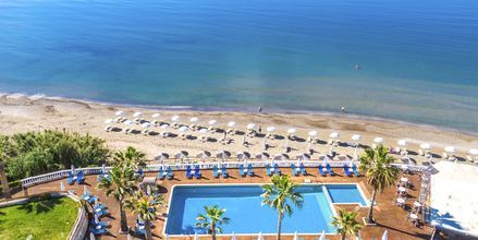 Poolområde på hotell Crystal Beach i Kalamaki, Zakynthos.
