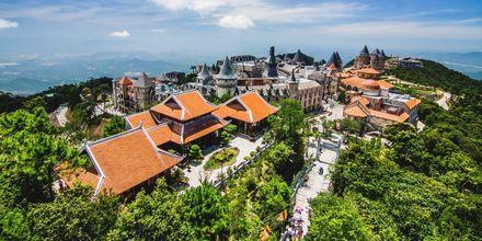 Bergsbyn Bà Nà Hills i Da Nang erbjuder koloniala hus och makalös utsikt.