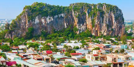 Marble Mountains är en kedja av fem berg i Da Nang, fylld av grottor och utsiktsplatser.