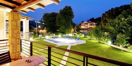 Utsikt från balkong på hotell Dalouda i Parga, Grekland.