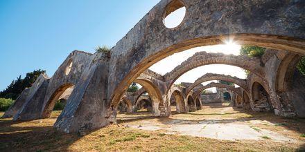 Ruinerna av ett venetianskt skeppsvarv från 1700-talet i Gouvia.