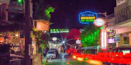 Nattliv i Gouvia på Korfu, Grekland.