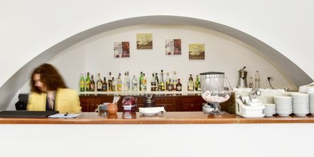 Bar på hotell Delfini i Saranda, Albanien.