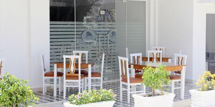 Frukostservering på hotell Delfini i Saranda, Albanien.
