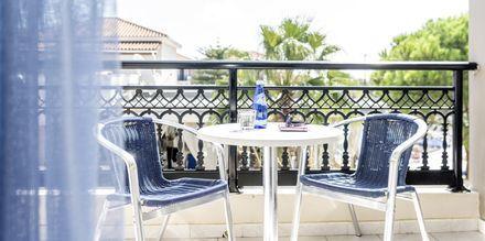 Balkong i dubbelrum på hotell Dennys Inn i Kalamiki, Zakynthos, Grekland.