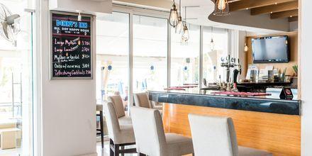 Bar på hotell Dennys Inn, Kalamaki, Zakynthos.