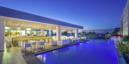 Poolbar på hotell Diamond Deluxe Hotel i Lambi på Kos, Grekland.