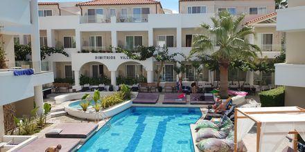 Poolområdet på hotell Dimitrios Village Beach Resort i Rethymnon på Kreta, Grekland.