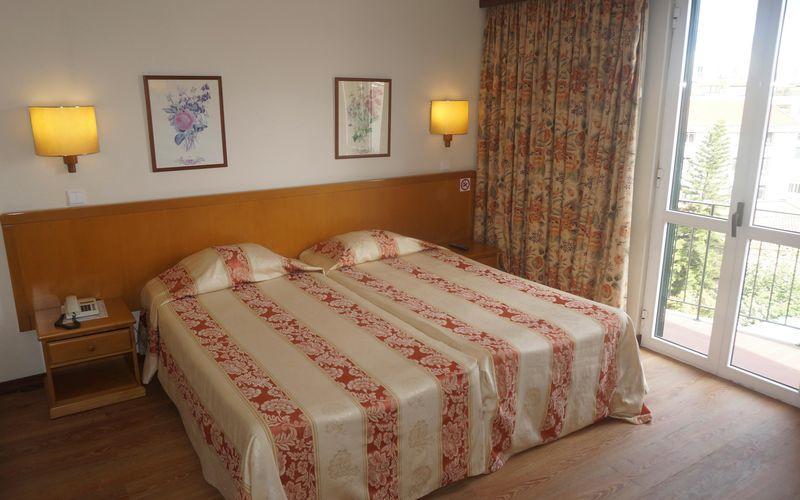 Dubbelrum på hotell Do Centro i Funchal på Madeira.