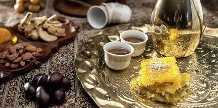 Sötsaker och te i Doha.