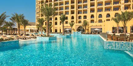Poolområdet på hotell Doubletree by Hilton Marjan Island i Ras al Khaimah.