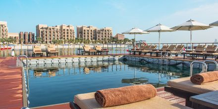 Havspoolen vid hotell Doubletree by Hilton Marjan Island i Ras al Khaimah.