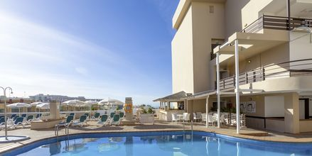 Poolen på hotell Dragos del Sur i Los Gigantes på Teneriffa.