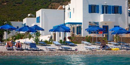 Stranden vid hotell Dream Island på Tilos, Grekland.